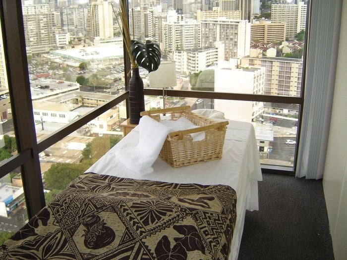 Honolulu Massage Therapist -$50hr - Best Therapy Clinic by Waikiki logo